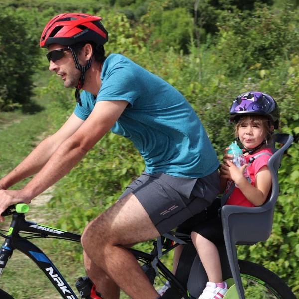 ZABAVNO I PLEMENITO Sudionici Konavoske biciklijade prikupili donaciju za humanitarnu Zakladu 'Otac Ivan Fiorović'
